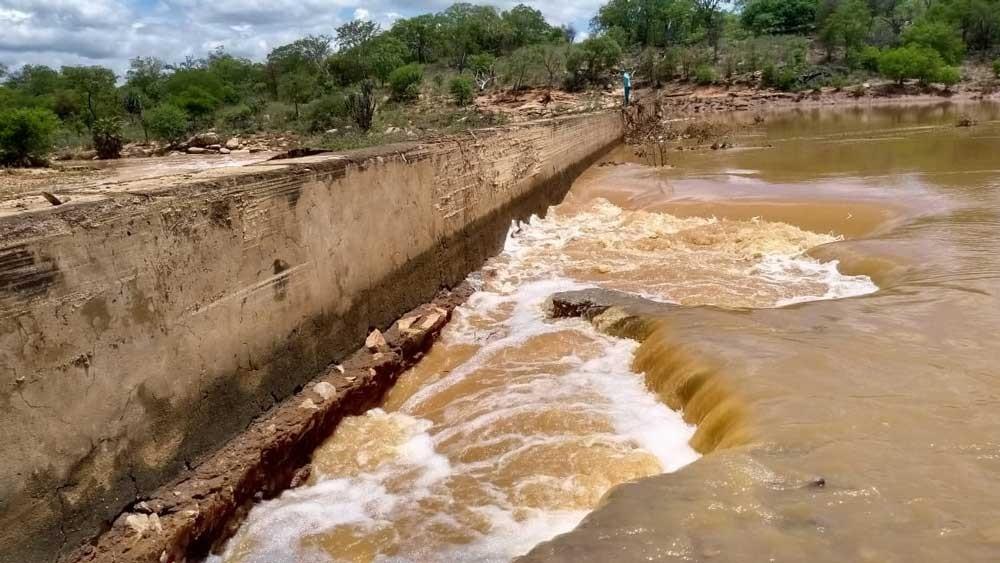 Em São Francisco de Assis do Piauí excesso de chuvas faz barragem romper