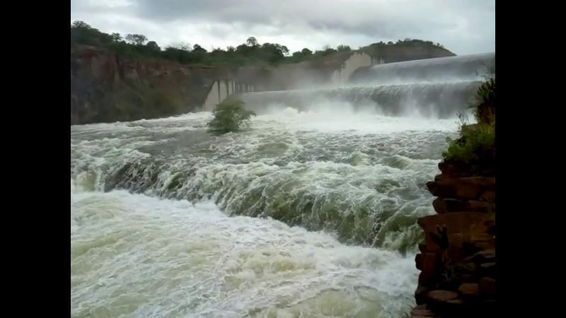 Com maior vasão no sangradouro da Barragem do Jenipapo aumenta a cheia do Rio Piauí.